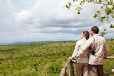 230x153xbigstock-Couple-On-Safari-Vacation-9456281-e1341141110784-480x320.jpg.pagespeed.ic.2kGwOArfAj