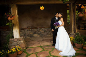 wedding-couple-in-the-courtyard