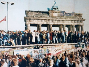 the_fall_of_the_berlin_wall_1989